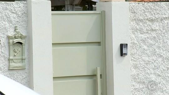 Dupla foge com R$ 80 mil em joias após invadir casa e render moradores