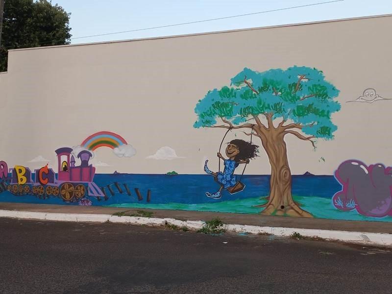 'Caravana de Prevenção' realiza  intervenção artística em escola de Uberlândia