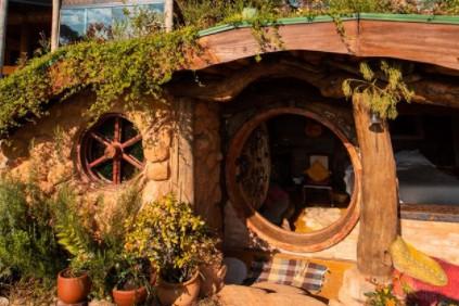 Casa de Hobbit construída no interior de SP pode ser alugada (Foto: Reprodução/Instagram @hobbithousebrazil)