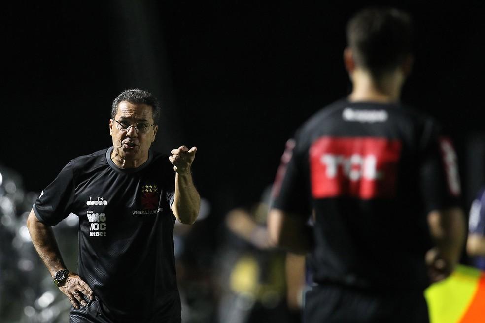 Vanderlei Luxemburgo reclama de arbitragem em Vasco x Palmeiras — Foto: Agência Estado