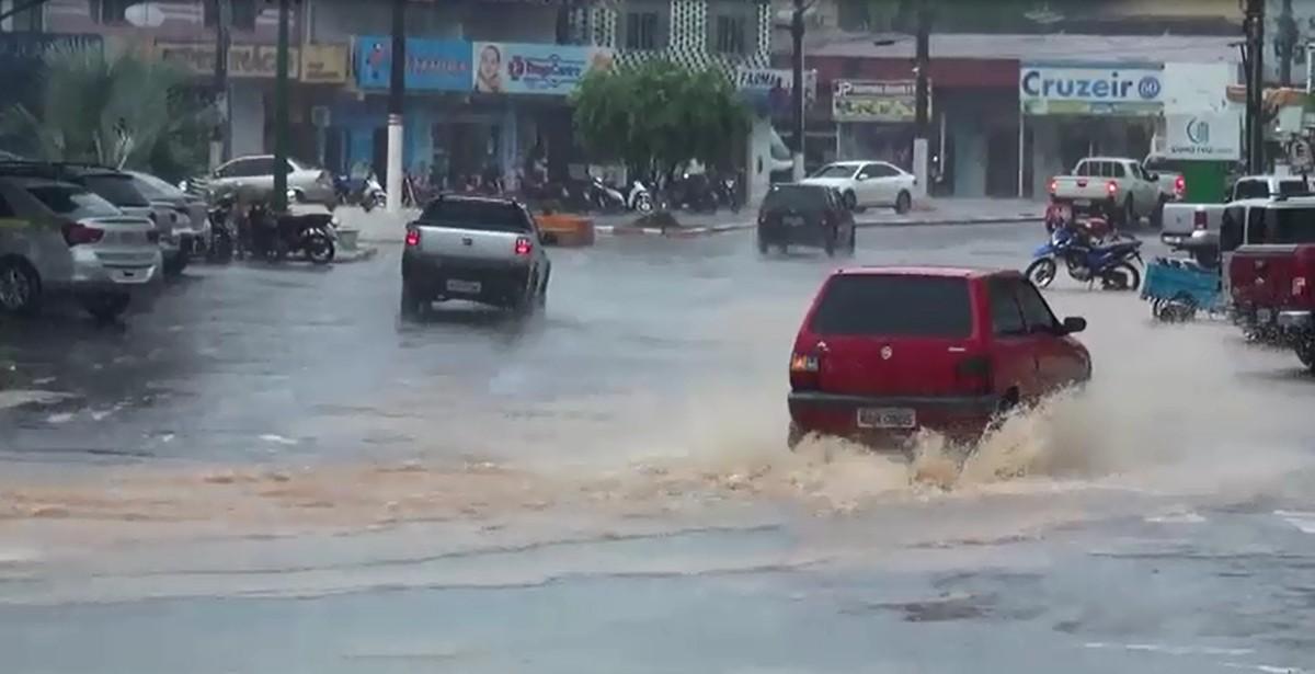 Temporal provoca alagamentos e inunda casas em Cruzeiro do Sul, no AC - G1