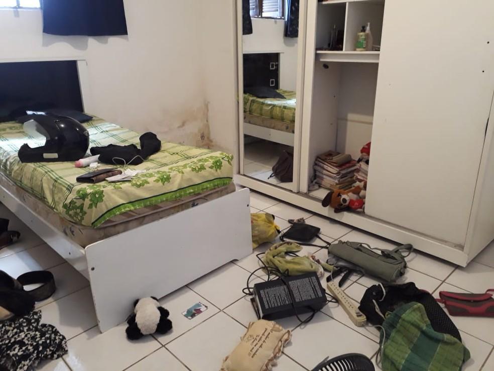 Armados, os criminosos fizeram um arrastão na casa do servidor público aposentado em Natal (Foto: Marksuel Figueredo/Inter TV Cabugi)
