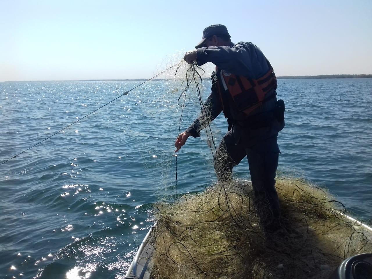 Fiscalização recolhe mais de cinco mil metros de redes de pesca irregulares armadas no Rio Paraná - Notícias - Plantão Diário