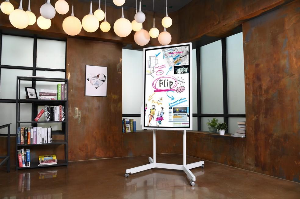 Samsung Flip: lousa inteligente pode ser usada na vertical ou horizontal (Foto: Divulgação/Samsung)