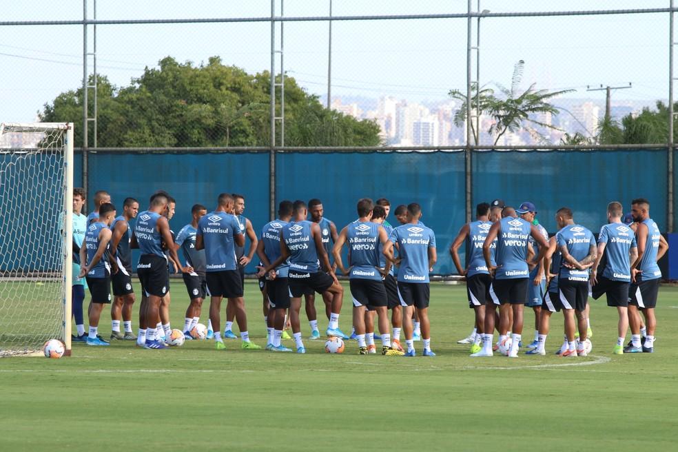 Grupo do Grêmio prepara volta aos trabalhos no CT Luiz Carvalho — Foto: Eduardo Moura