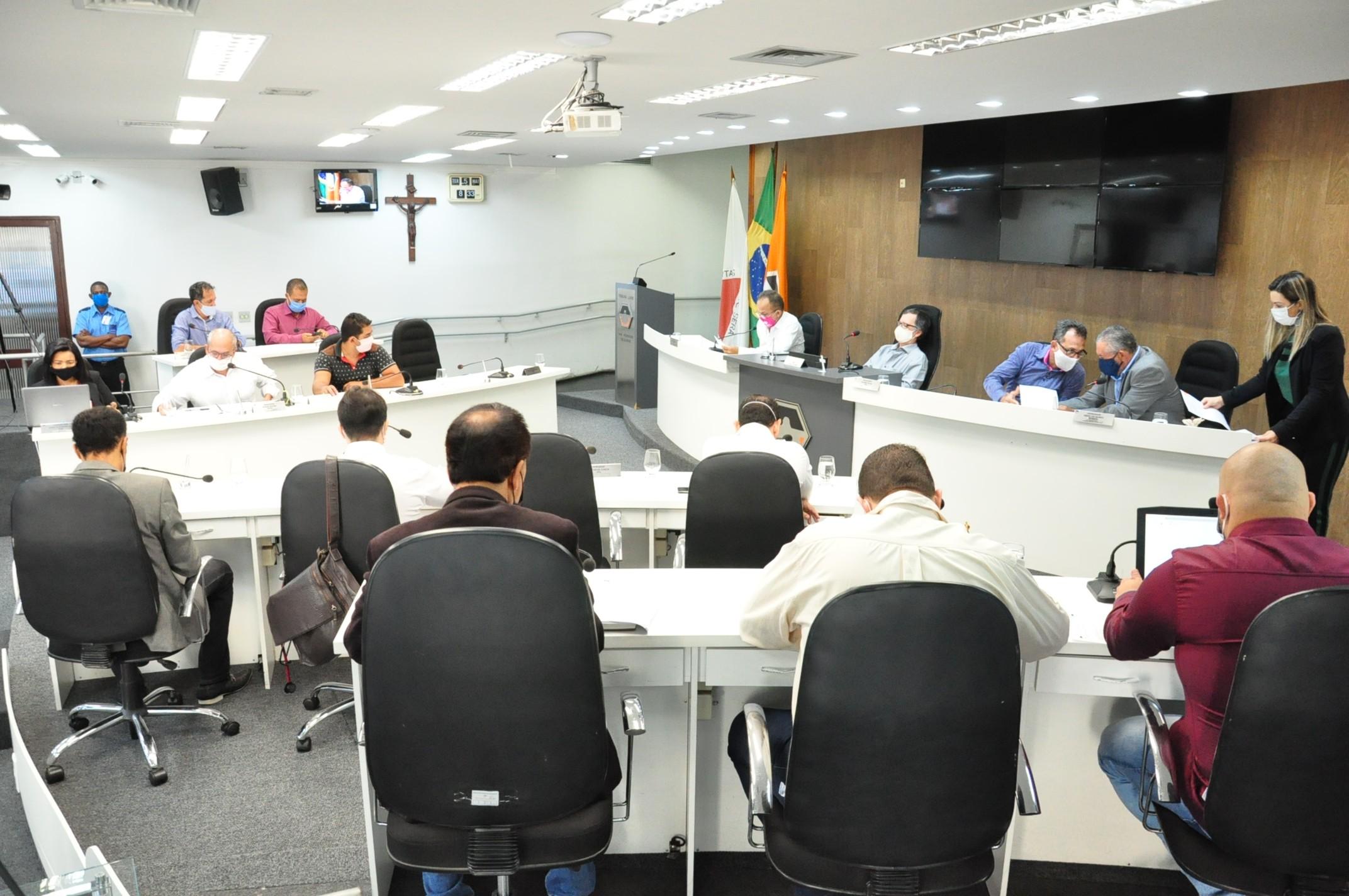Estatuto dos servidores e concessão de licenças de localização e funcionamento serão votados na Câmara de Divinópolis