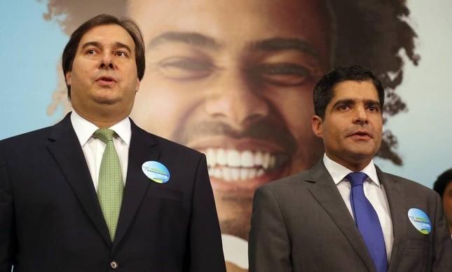 Rodrigo Maia e ACM Neto em evento do DEM
