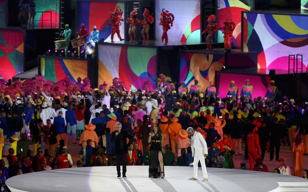 Caetano Veloso, Anitta e Gilberto Gil participam da cerimônia de abertura dos Jogos Olímpicos Rio 2016 no Maracanã — Foto: Issei Kato/Reuters
