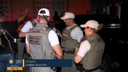 Polícia prende suspeito e apreende menor após tentativa de roubo em Porto Alegre