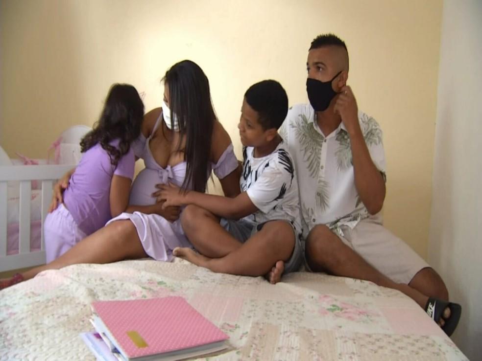 Eduardo e Luzilane têm dois filhos e esperam o terceiro.  — Foto: Reprodução