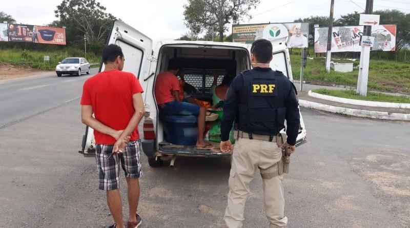 Motorista de furgão é flagrado realizando transporte irregular de passageiros em rodovia da Bahia