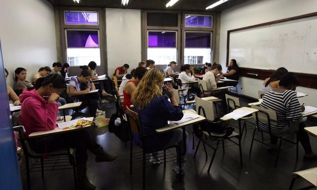 Estudantes realizam prova do Enem no campus Maracanã da Uerj, em dezembro de 2009