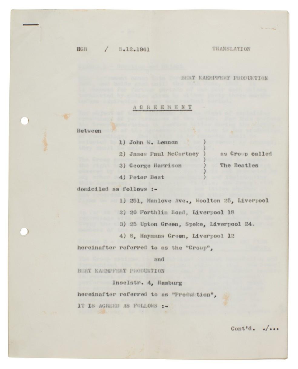 Primeiro contrato assinado pelos Beatles é leiloado por R$ 1,3 milhão — Foto: Sotheby's/Divulgação