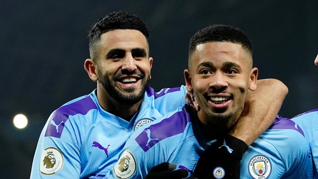 Gabriel Jesus comemora gol pelo City diante do Everton