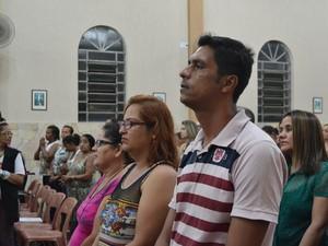 Francisco está desempregado há um ano e participa da novena para conseguir um novo emprego (Foto: Maiara Barbosa/ G1)