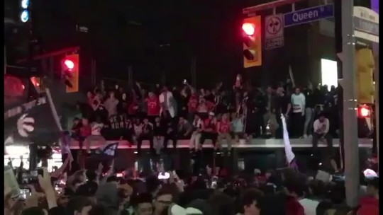 Brasileiro registra festa da torcida dos Raptors nas ruas de Toronto