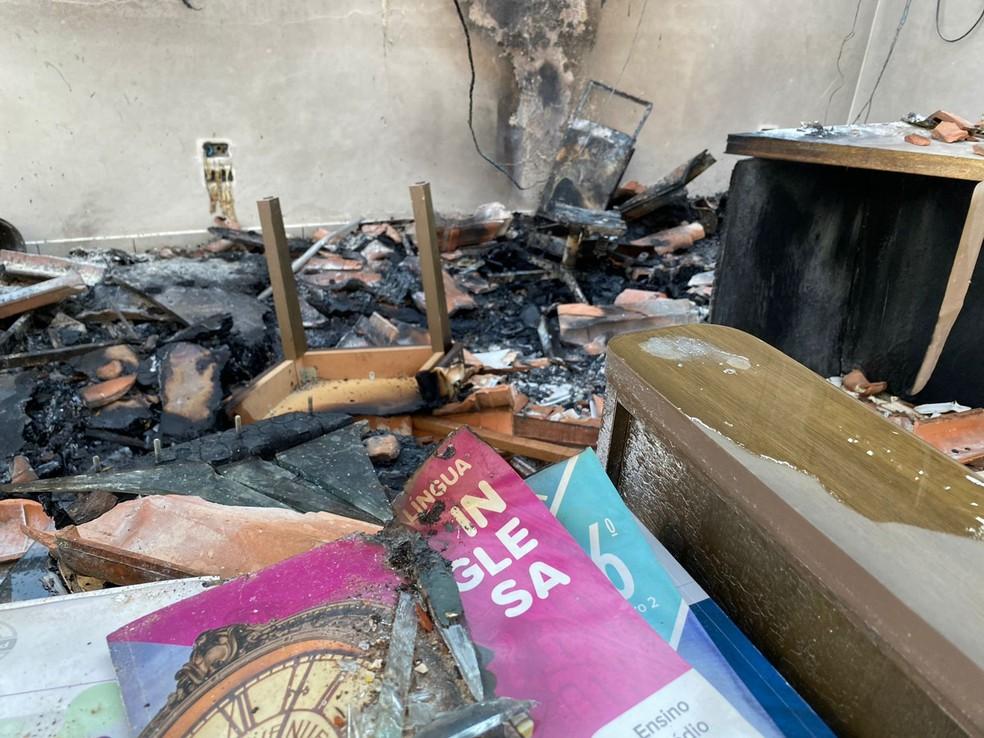 Incêndio destrói escola particular em Itaporanga — Foto: Gustavo Onilde/Arquivo pessoal