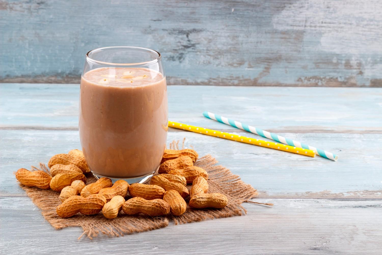 Receita de milkshake saudável de banana e pasta de amendoim (Foto: Divulgação)