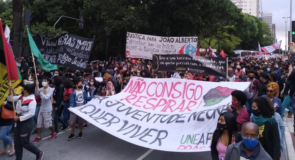 Manifestantes fazem ato em SP pedindo justiça para João Alberto durante 17ª Marcha da Consciência Negra nesta sexta--feira (20) — Foto: Divulgação