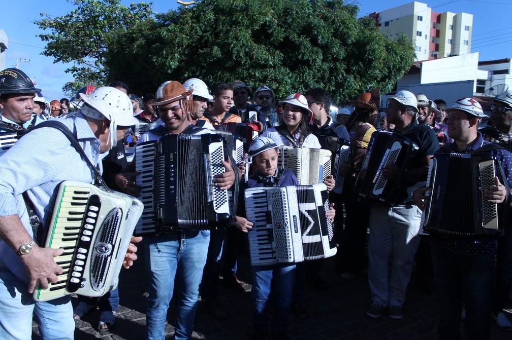 Sanfoneiros homenageiam Luiz Gonzaga em Petrolina — Foto: Emerson Rocha / G1 Petrolina