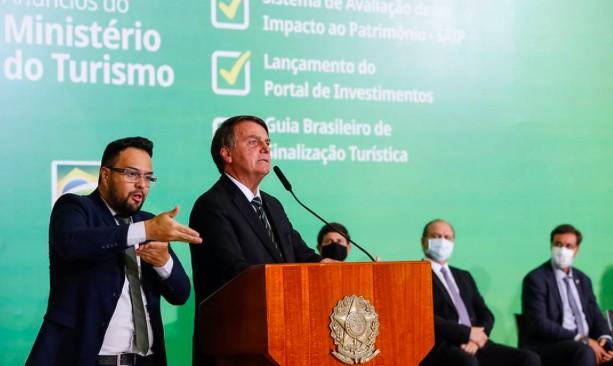 Bolsonaro diz que Ministério da Saúde vai desobrigar uso de máscaras para vacinados e pessoas que já se contaminaram