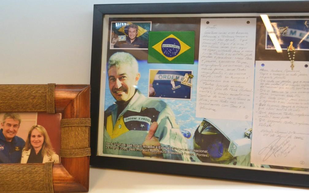 Sala das Promessas de Aparecida abriga carta com mensagem escrita por Marcos Pontes (Foto: Filipe Rodrigues / G1)
