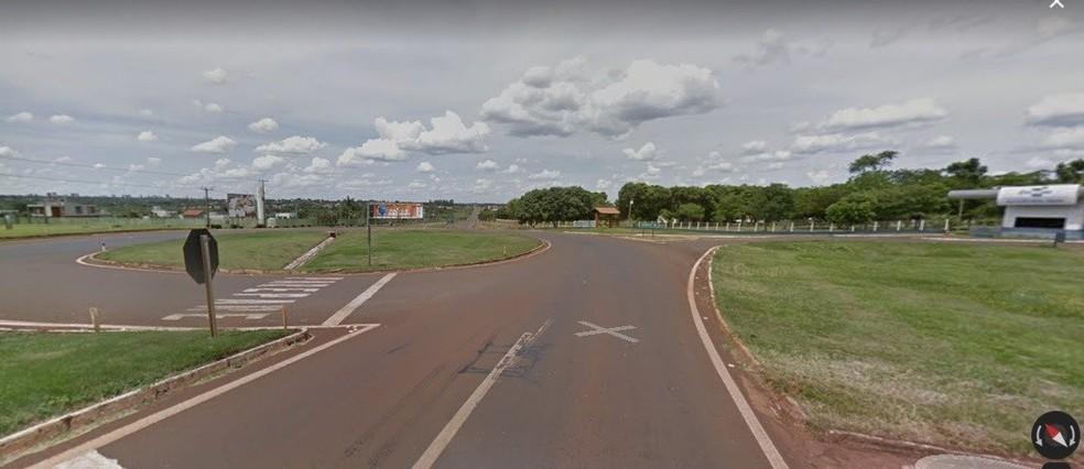 Oscar Lescano Sanabria, foi encontrado morto no canteiro central desta rotatória, na BR-163, em Dourados. — Foto: Google Maps