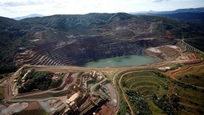 Vista aérea de talude em Barão de Cocais; instalação da Vale teve declarado risco iminente de ruptura (Foto: Reuters/BBC)