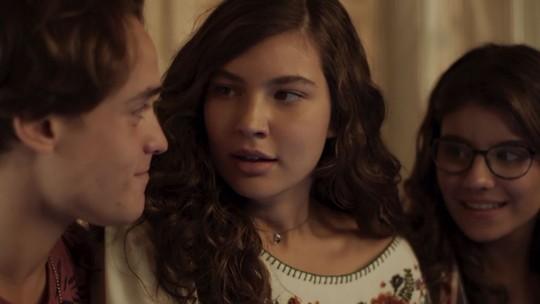 Tadeu dá notícia bombástica e enche  Rita de esperança sobre a filha