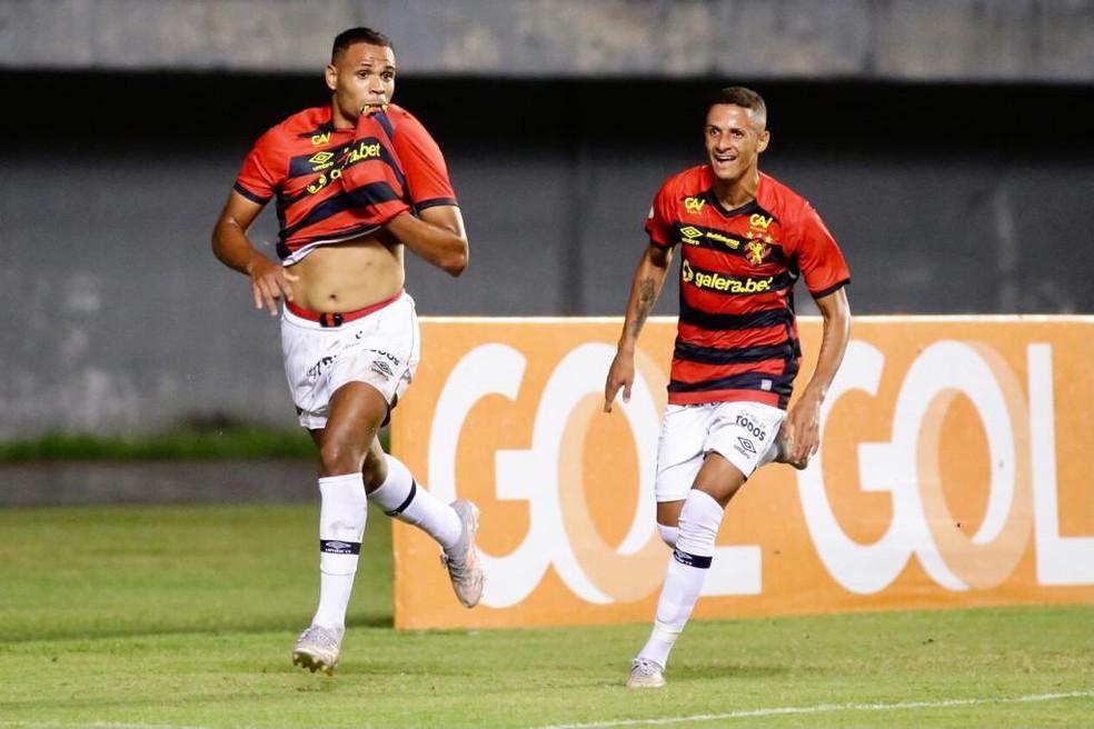 Sport joga o Cuiabá para a zona de rebaixamento — Foto: Anderson Stevens / Sport Club do Recife