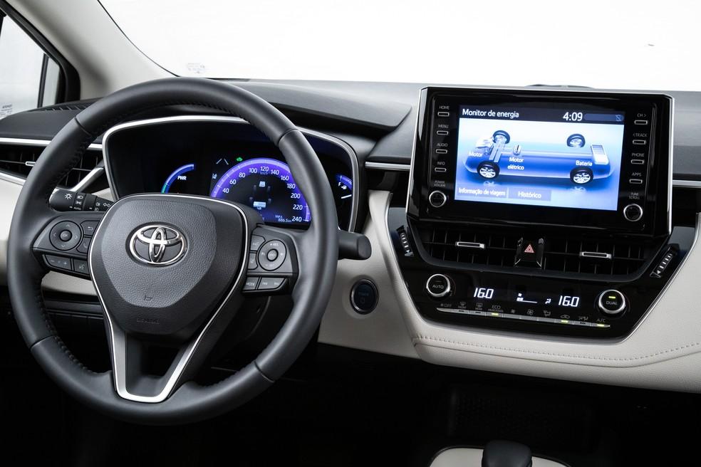 Painel do Toyota Corolla Altis híbrido — Foto: Divulgação/Toyota