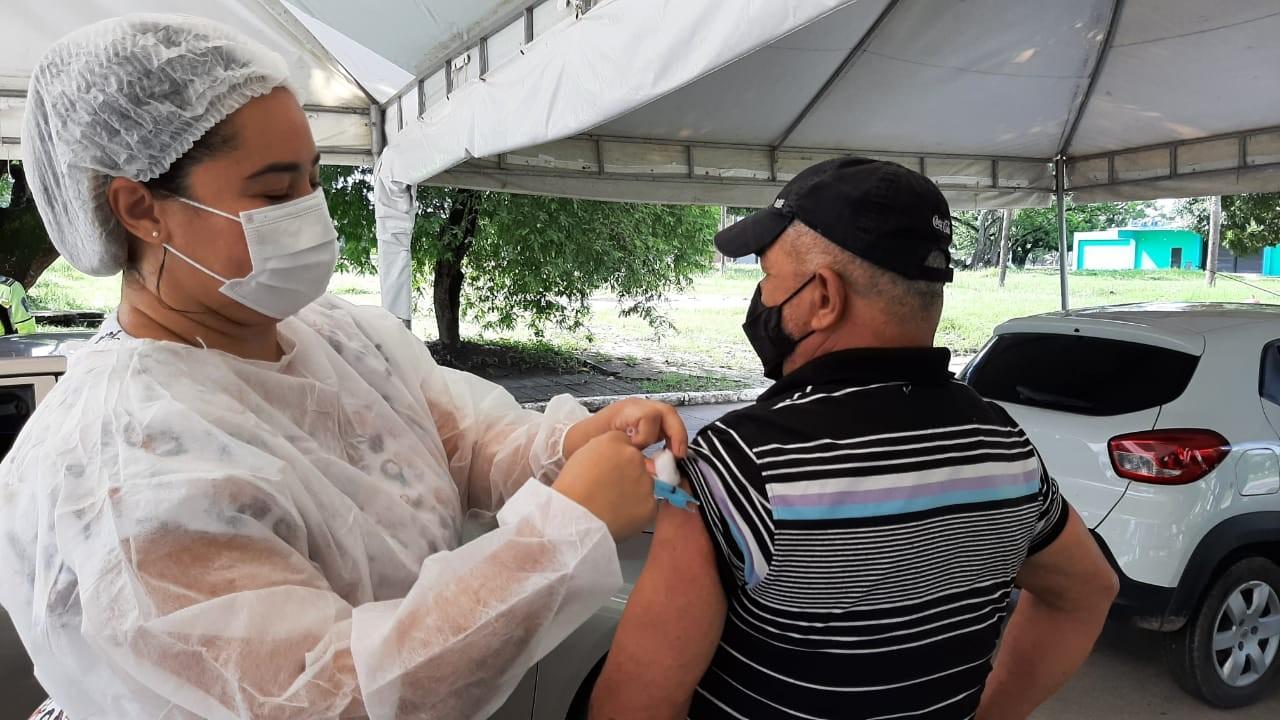 Cabo de Santo Agostinho e Ipojuca suspendem aplicação de 1º dose contra Covid por falta de vacinas