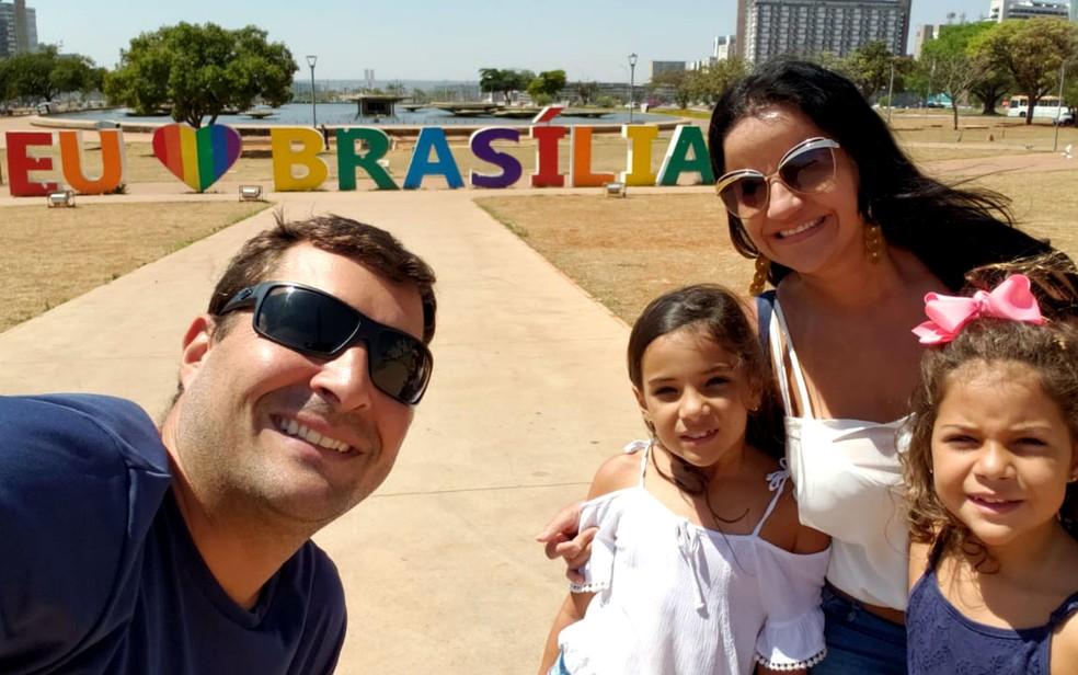 Rodrigo Nunes, Andreia Razze e os três filhos visitam Brasília (Foto: Rodrigo Nunes/Divulgação)