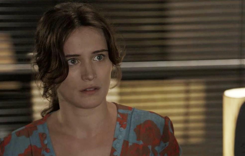 Clara fica preocupada com informao de Patrick  Foto TV Globo