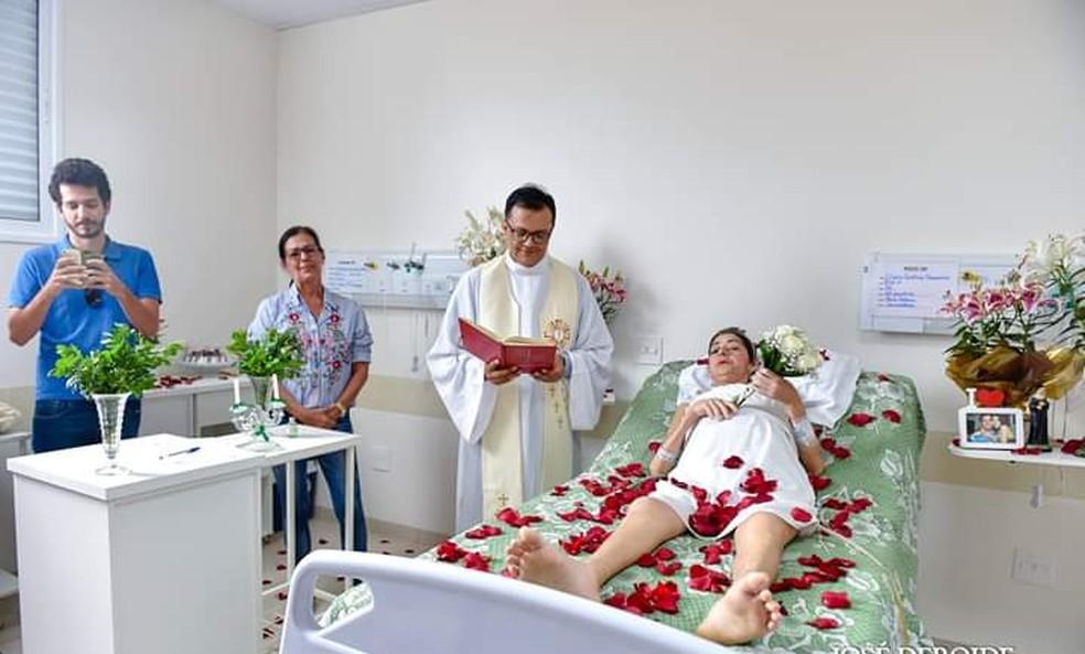 Eliane se casa em cerimônia surpresa em hospital de Rio Preto — Foto: José Deroide/Arquivo Pessoal