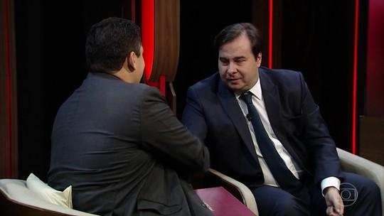 Maia entrega PEC da Previdência a Alcolumbre e reforma passa a tramitar no Senado