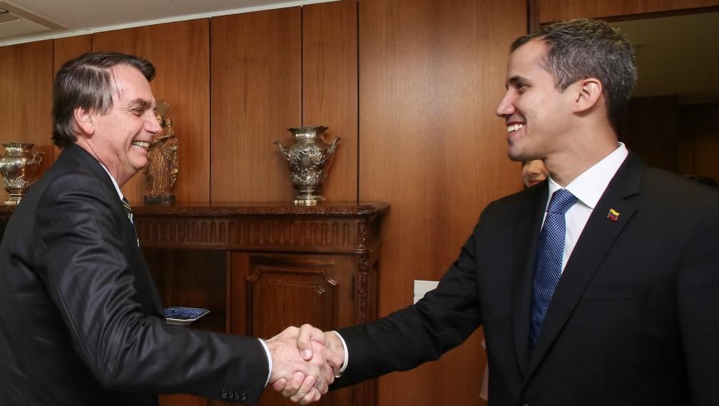 O presidente Jair Bolsonaro e o autodeclarado presidente interino da Venezuela, Juan Guaidó, durante encontro no Planalto — Foto: Marcos Corrêa/PR