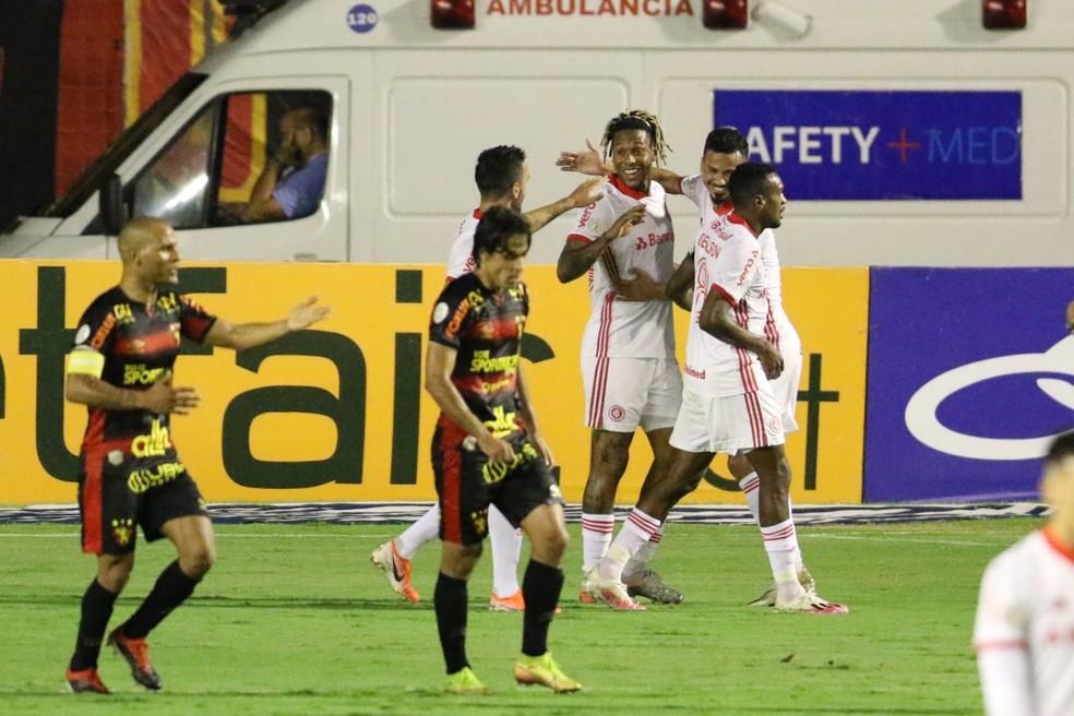 Inter foi à Ilha do Retiro e venceu o Sport por 5 a 3 — Foto: Marlon Costa / Pernambuco Press