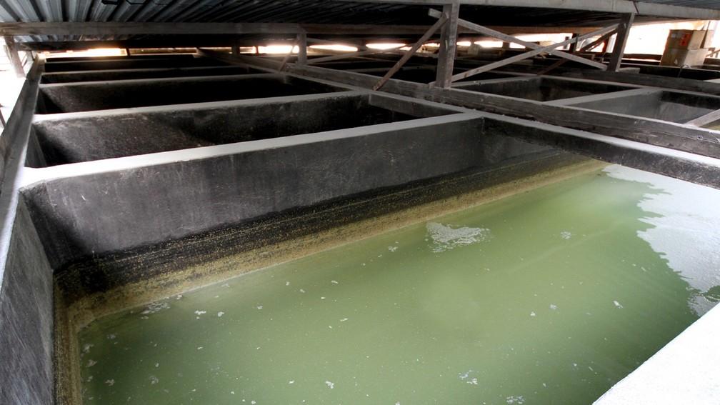 Água utilizada em metalúrgica na Paraíba (Foto: Leonardo Silva/Jornal da Paraíba)