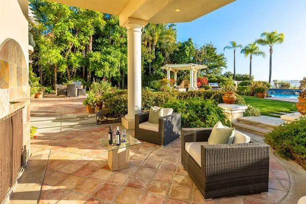 John Travolta compra mansão por R$ 10,7 milhões no subúrbio (Foto: Divulgação)