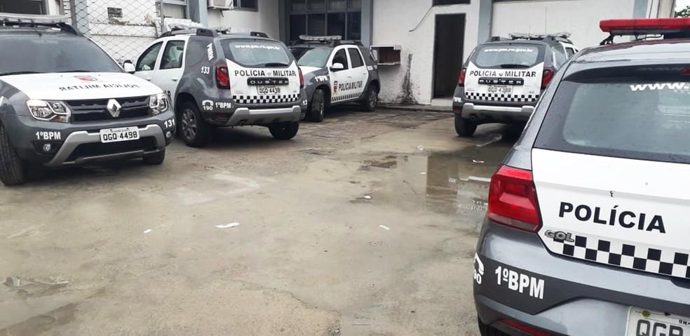 No 1º BPM, que atende bairros da Zona Leste de Natal, nenhuma viatura havia deixado a unidade até as 10h — Foto: Klênyo Galvão/Inter TV Cabugi