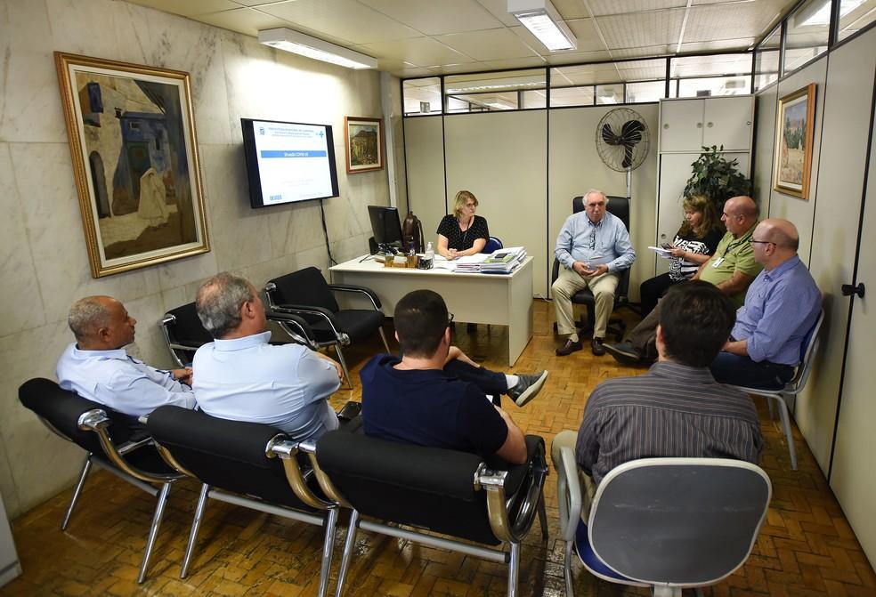 Secretário de Saúde se reuniu com representantes dos clubes  — Foto: Carlos Bassan/ Prefeitura de Campinas