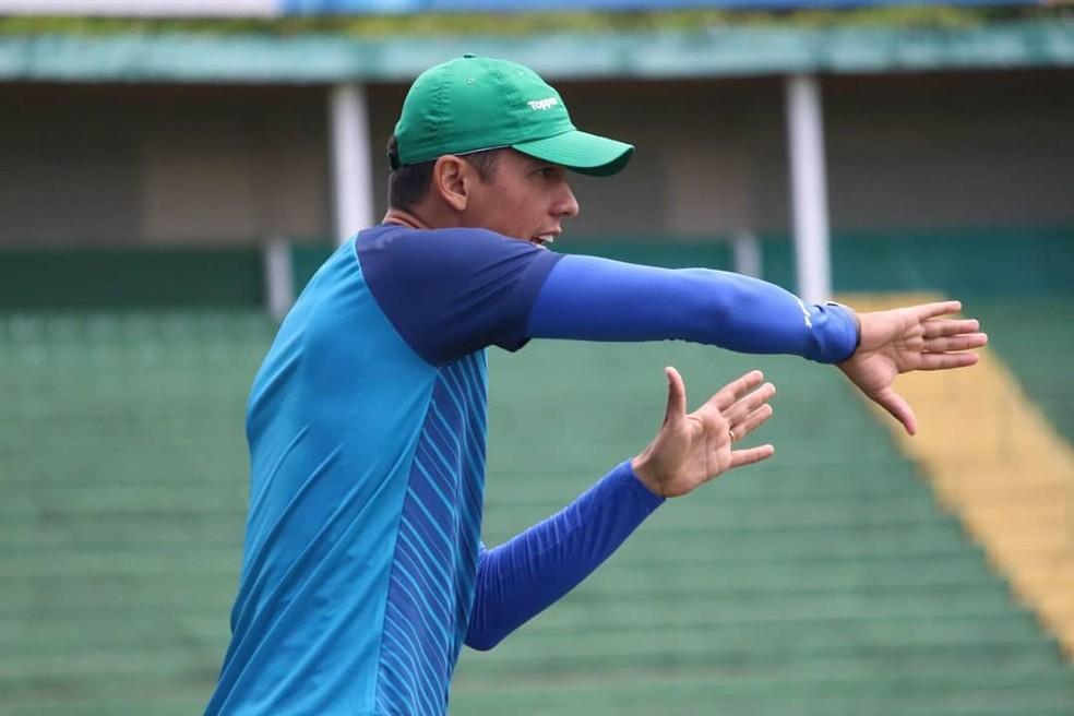 O técnico Thiago Carpini  — Foto: David Oliveira/Guarani FC
