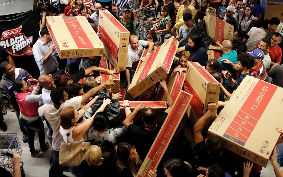 258f2e0570 Foto As promoções da Black Friday chegam até a motivar brigas pelas  produtos ofertados. — Foto