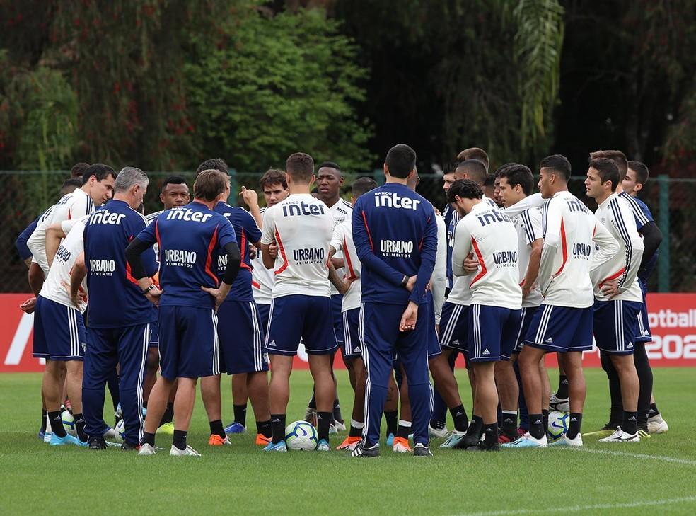 Fernando Diniz em seu primeiro treino pelo São Paulo — Foto: Rubens Chiri / saopaulofc.net