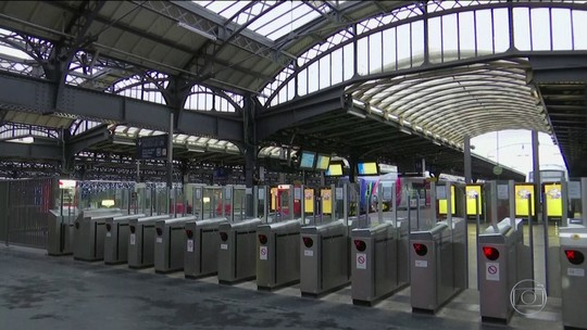 Greve geral na França volta a paralisar serviços de trem e metrô