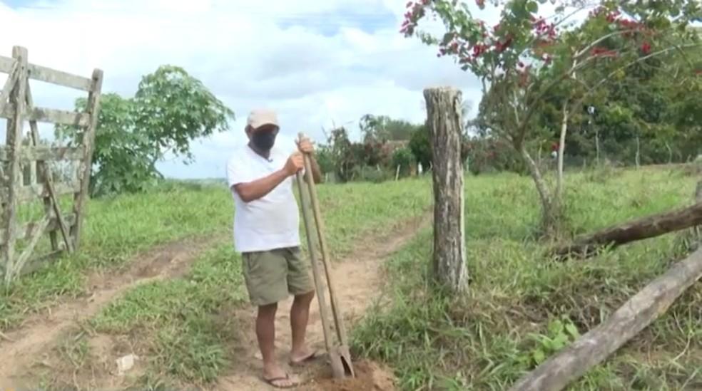 Agricultor da BA que tenta provar para governo federal que está vivo — Foto: Reprodução/TV Bahia