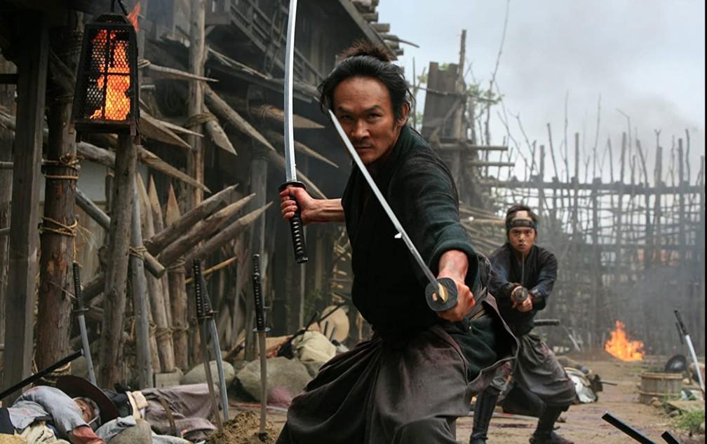 Ihara Tsuyoshi e Kubota Masataka em cena de '13 assassinos' — Foto: Divulgação