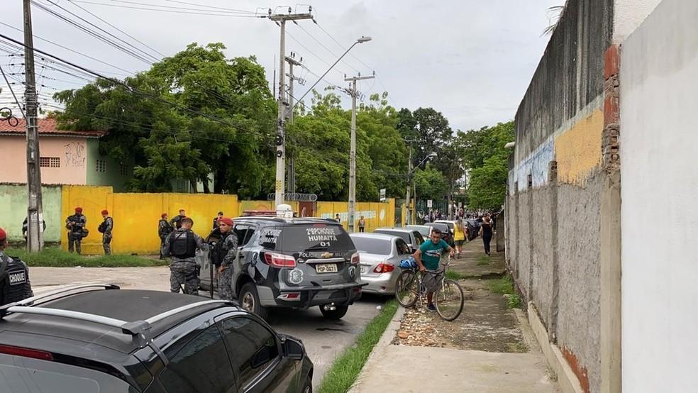 18º Batalhão foi cercado por patrulhas do Batalhão de Choque após presença de manifestantes, no Bairro Antônio Bezerra. — Foto: Paulo Sadat/Sistema Verdes Mares