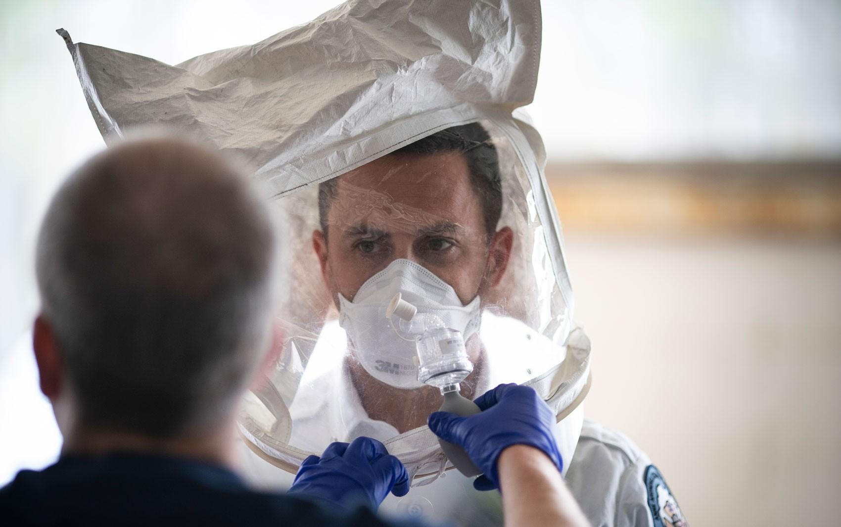 EUA ultrapassam Espanha e são segundo país com mais mortes por coronavírus